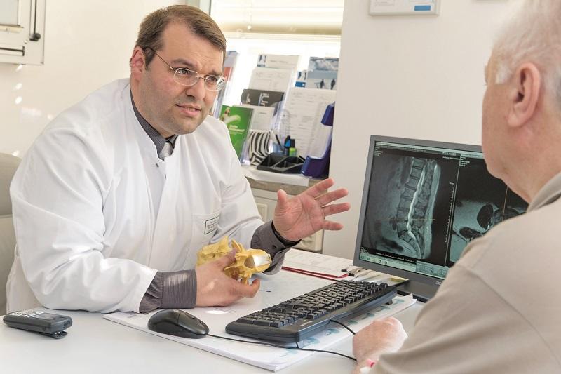 Kehrseite der Bildschirmarbeit: Rückenschmerzen auf dem Vormarsch