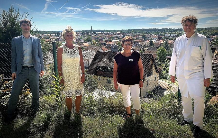 Von links nach rechts: Andreas Neumann (Geschäftsführer), Manuela Singer-Bartos, Elisabeth Gotthardt, Dr. Josef Zäch (Ärztlicher Direktor).