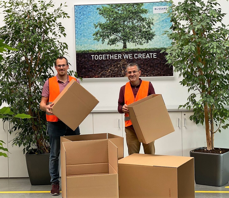 Kartons aus Recyclingmaterial und Folienverpackungen aus Müllsäcken
